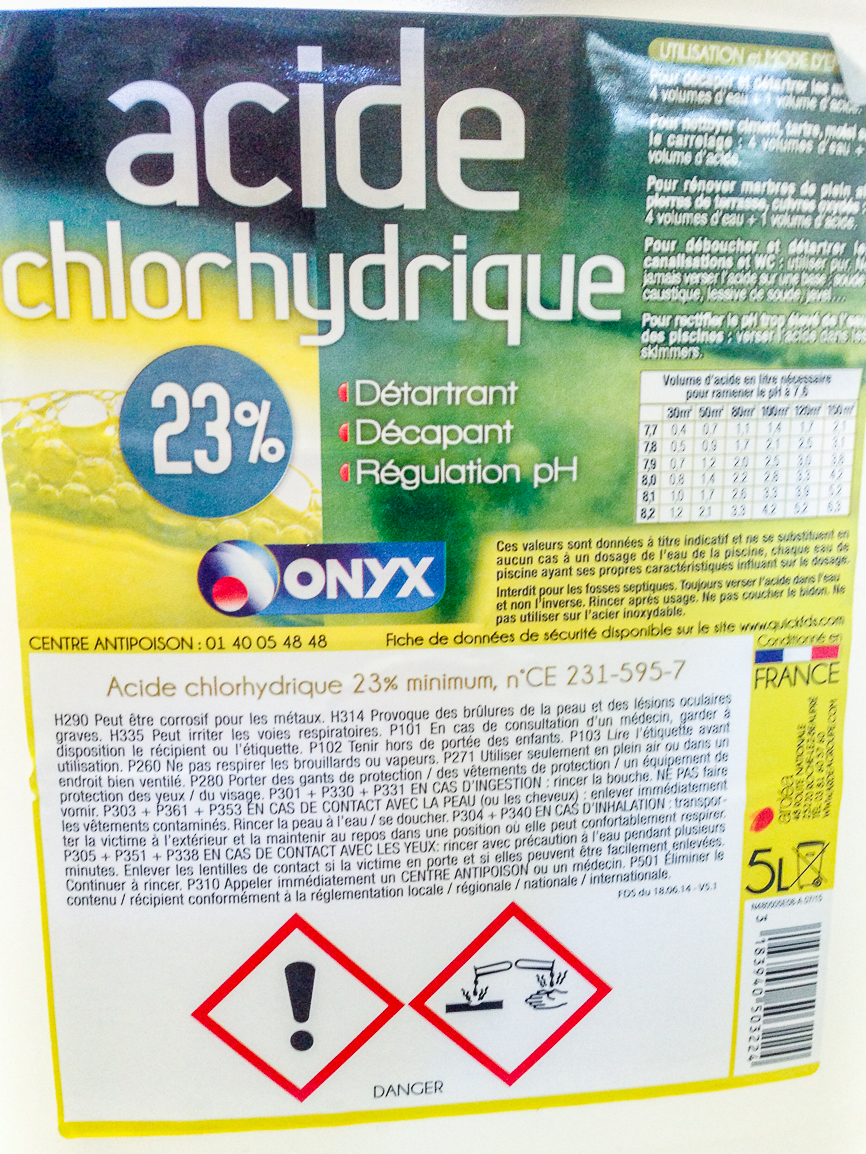 Acide chlorhydrique bouteille d 39 acide chlorhydrique explore securiblogue 39 s pho flickr - Piscine design ardea ...